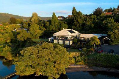 Black Swan Lakeside Lodge
