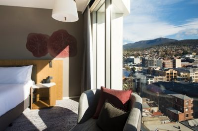 Crowne-Plaza-Hobart-guest-room